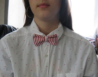 Bow tie red and white.