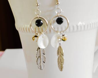 Feathers/Pearl Earrings silver, black and white