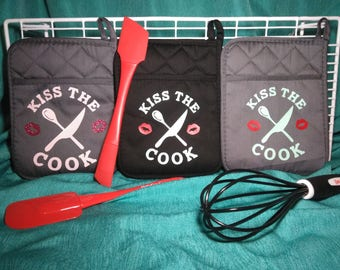 Kiss the cook pot holder/house warming gift/ summer bbq/ gift for everyone/kiss the cook