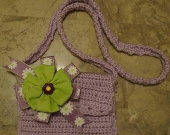 Kids handmade crochet purses plus hair bow (Carteras tejidas para ninas mas un lazo)