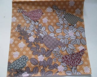 1 napkin Brown background with birds 4 different faces 33 x 33 cm