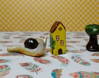 Little clay house. Miniature colectable home. Ooak, handmade and handpainted mini house.