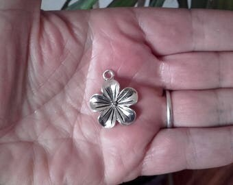 5 silver metal flower charms