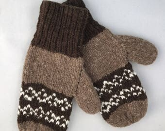Natural colored wool mittens with colorwork