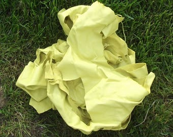 Lot of 400 g of happy yellow color lambskin leather scraps