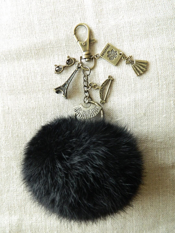 joli porte cl s bijou de sac pompon fourrure noir mode paris. Black Bedroom Furniture Sets. Home Design Ideas