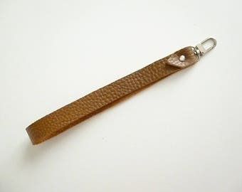 Strap handle wrist tawny leather grained with lobster clasp