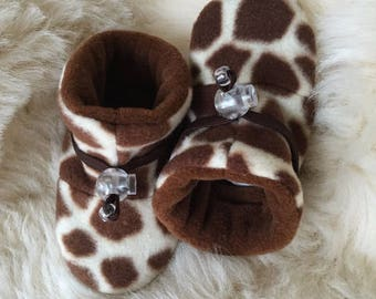 Animal print giraffe baby fleece booties, soft sole shoe in infant size 4-12 months, baby shoe size 1-3.5