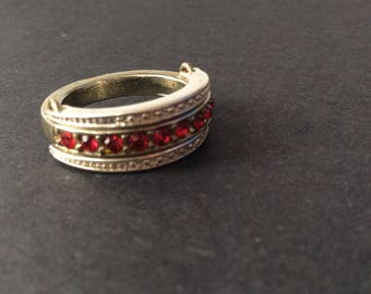 Unusual Variable SIlver Tone Ring