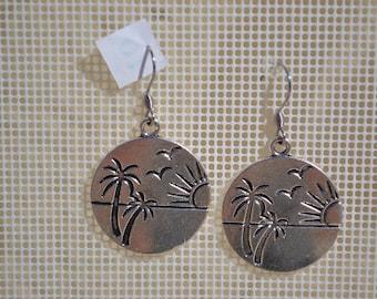 beach / island / palm tree / sun earrings