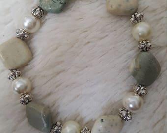 Handcrafted girls howlite gemstone beaded bracelet with pearls, gemstone beaded bracelet, pearl beaded bracelet, girls accessory, howlite