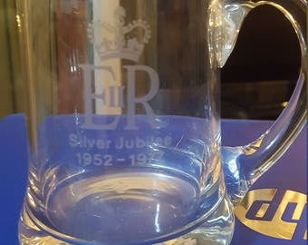 British 1977 Queens Elizabeths Silver Jubilee commemorative Glass Tankard.