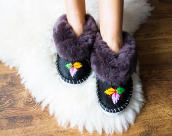 SHEEPSKIN slippers Fur winter boots Warm moccasins Gift for women Warm slippers Leather slippers Fur boots Shearling slippers Christmas gift