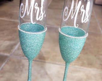Wedding Champagne Flutes, Mr & Mrs Flutes, Glitter Glasses, Glitter Champagne Flutes