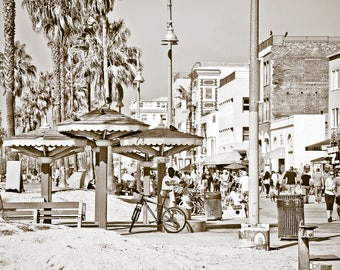 Venice Boardwalk, Venice Pagoda,Venice California. Black and White,Instant Digital Download, Vintage Look