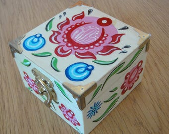 Small Wooden Trinket or Jewellery Box - Hand-Painted Traditional Russian Art - Gorodets painting – Decorative Floral Design