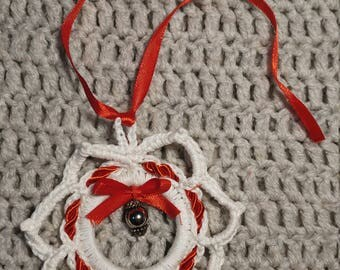 Christmas decoration in crochet with jewel.