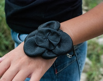 Gift for her, a leather bracelet with a flower. Christmas gift