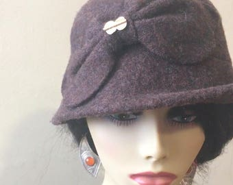 "100% Brown Wool Hat adorned with Flower bow and ""Baoule"" weight"