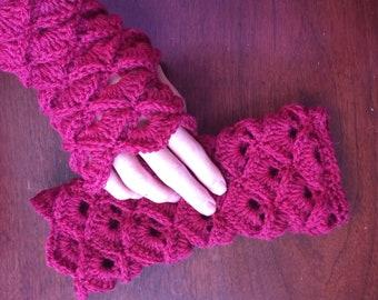 Women's fingerless wool gloves