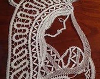 Madonna bobbin lace
