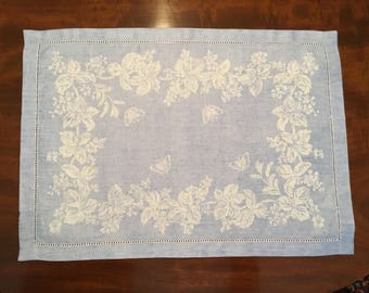 Set of 8 blue & white Williams Sonoma linen/cotton blend placemats
