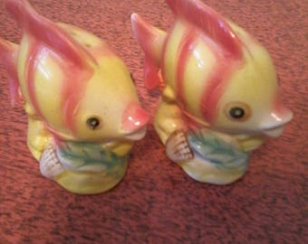 Multi Colored Tropical Fish Salt and Pepper shakers.