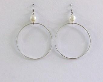 Silver hoop earrings with pearl,silver plated hoop earrings,orecchini a cerchio argento con perla