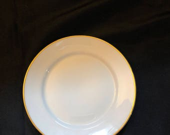 Chinaware with gold outline