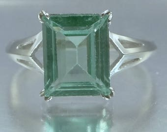 10k White Gold Green Spinel Lady's Size 11 Ring