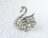 Elegant Crystal Rhinestone Swan Brooch Vintage Costume Jewelry Round Pear Baguette Stones Silver Bird Pin Formal Evening Wedding Bridal