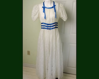 Vintage Early 40's Woman's White Summer Garden Dress with Ribbon