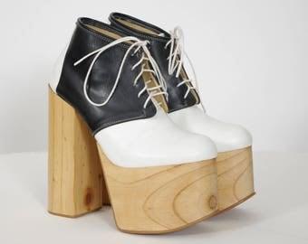 Deandri Women's Designer Black and White Pine Wood Sky High Platform Shoes Sz 6