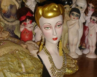 Vintage Style Mannequin Head Bust Countertop Hat Jewelry Display Gold Hair