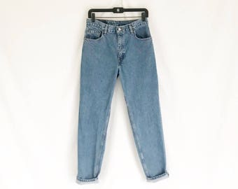 Vintage Levis  550 Tapered Leg Jeans. Size Medium