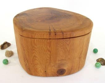 Pacific Yew Tree Trunk Box, wood urn, cremation urn, valet box, wooden jewelry box, 5th wedding anniversary, retirement gift, heartwood