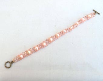 Delicate pearls and crystals bracelet in pink Crystal and pearl bracelet Real pearls bracelet Pale pink bracelet Beadwork bracelet B363