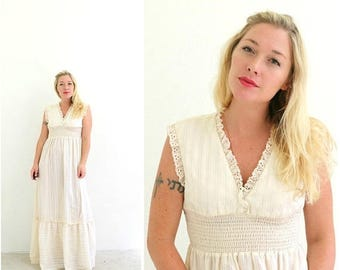 ON SALE 1970s Cream Ruffle Dress >>>  Size Extra Small to Small