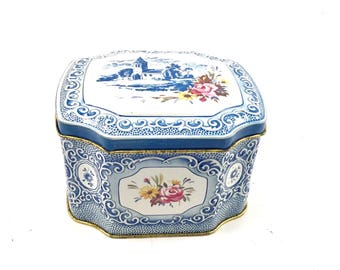 Blue tin VINTAGE tea Tin   Blue and white design container made in England