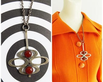 Scandinavian 1960s silver tone necklace / 60s modernist brown cabochon pendant and chain/ mod necklace
