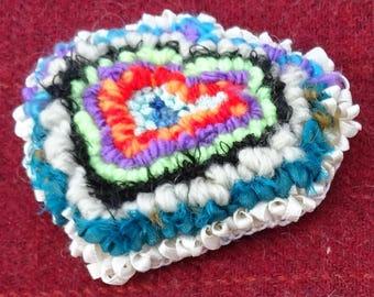 Petit coeur: rug hooking brooch