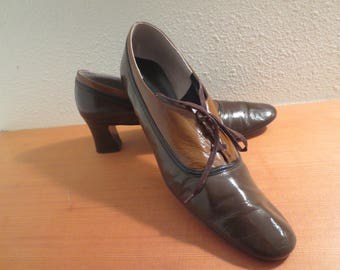 vintage Town & Country brown patent heels / size 13 Womens / lace up patent leather shoes / Two tone brown patent leather shoes