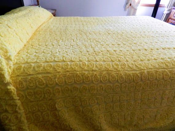 couvre lit de chenille jaune fioriture chenille couvre lit. Black Bedroom Furniture Sets. Home Design Ideas