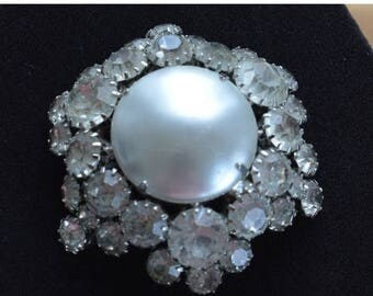 ON SALE Pretty Vintage Faux Pearl, Rhinestone Brooch, Silver tone (N9)