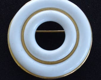 ON SALE Pretty Vintage White Plastic Circle Brooch/Pendant, Gold tone (E16)
