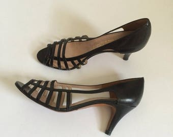 SALE Vintage Cage Peep Toe Heels by Evan Picone Size 7 Made in Italy // leather shoes pumps black 70s 80s