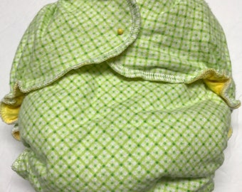 MamaBear One Size Fitted Cloth Cotton Flannel Diaper - Lemon Lime