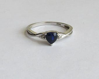Lovely Trillion Dark Blue Lab Sapphire & Genuine Diamond Ring, solid 10K white gold size 7, very nice vintage, free US first class shipping