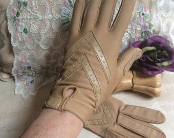 Vintage camel color leather lycra driving gloves, Isotoner tight fit one size short gloves, sporty golden tan sport gloves