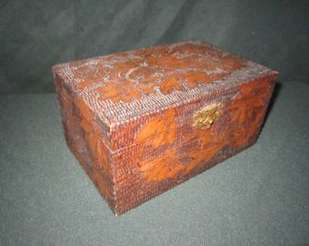 Antique Circa 1910 Pyrography Wood Box with Lovely Floral Design